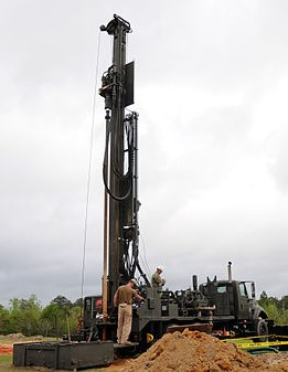 NMCB_11_water_well_training_130409-N-UH337-004